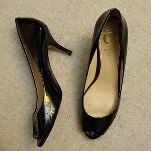 Vero Cuoio Italian peep toe patent leather heels